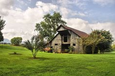 Barns of Tennessee photographed by Karen Campbell