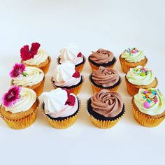 Cupcakes. Greek Easter, Mini Cupcakes, Pastries, Frost, Treats, Baking, Desserts, Sweet Like Candy, Tailgate Desserts