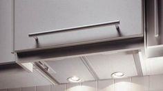 Bosch DHL545S se dovedeşte a fi o hotă încorporabilă puternică şi eficientă, capabilă să se integreze foarte bine în orice stil de amenajare. Reprezintă un aparat electrocasnic pentru bucătărie, ce reuşeşte să asigure o absorbţie …