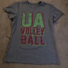 522e6c1f8a06 Under armour shirt Size small semi fitted heat hear shirt