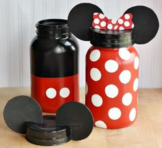 Adalynn Piggy Bank DIY Mickey and Minnie Mouse Jars. Great for Party Theme props, Kids room, Kitchen or just (candy treat) decoration. Cocina Mickey Mouse, Mickey Mouse Kitchen, Mickey Craft, Mickey Mouse Crafts, Mickey Y Minnie, Deco Disney, Disney Diy, Disney Crafts, Mason Jars