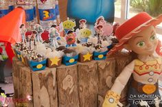 Festa toy story   Woody e Buzz   Festa de menino   Festa infantil   Decoração by Mariah festas #woody #buzz #toystory #jessy