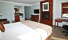 Best Western Plus Forest Park Inn offers beautiful hotel rooms in California. Fireplace Suites, Forest Park, Best Western, King Beds, Best Hotels, Rooms, Bath, Wine, Travel