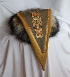 Triangle eastern hat for Viking with a motive in Borre style. (2) - Othala Craft
