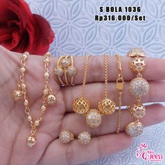 Gold Jewelry Simple, Stylish Jewelry, Jewelry Sets, Fine Jewelry, Fashion Jewelry, Jewelry Accessories, Jewelry Design Earrings, Gold Jewellery Design, Necklace Designs