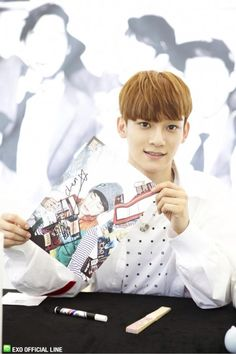 130608 EXO Official LINE account updated with their individual photo at Busan Fansign -Chen