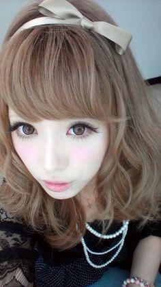 Kumiko Funayama via http://gyarustyle.tumblr.com/