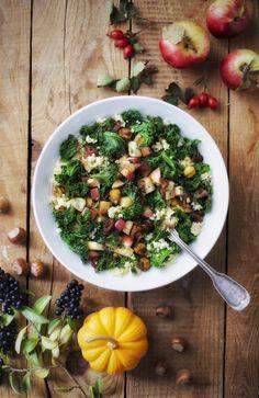 Kasza jaglana z jarmużem, jabłkiem, daktylami i orzechem laskowym   gotuj zdrowo!