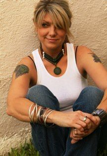 Paula Nelson (Willie Nelson's daughter) I want her hair - bangs & color!