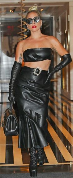 Black Leather Gloves, Black Leather Skirts, Leather Dresses, Leather Heels, Sexy Outfits, Sexy Dresses, Hot Goth Girls, Leder Outfits, Gloves Fashion