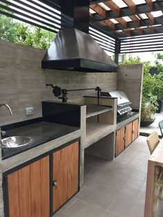 as soon as these outdoor kitchen ideas, you can both prepare and enjoy your food under the warm sun or glittering stars. You will find designs for all style from shabby chic to rustic to outdoorsy glam. Outdoor Kitchen Plans, Outdoor Kitchen Design, Outdoor Cooking, Outdoor Kitchens, Patio Design, Parrilla Exterior, Pinterest Inspiration, Architecture Restaurant, Kitchen Fixtures