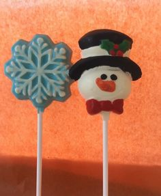 Snowflake a snowman lollies made from chocolate. Check out Ashleigh's chocolate delights on Facebook. #snowman #snowflake #chocolate #lollies #chocolatelollies #christmas