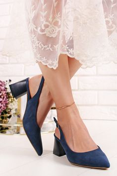 Tmavomodré lodičky Quincy Kitten Heels, Pumps, Shoes, Fashion, Choux Pastry, Zapatos, Shoes Outlet, Fashion Styles, Court Shoes