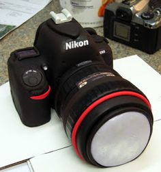 Ink & Icing BlogSpot: Sculpting a Camera out of Cake :)