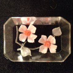 Brooch Gorgeous lucite brooch with flowers inside. Vintage Jewelry Brooches