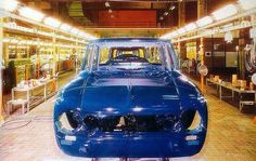 Alfa Romeo Giulia Super assembly line, Arese (Italy) Alfa Cars, Assembly Line, Alfa Romeo Giulia, Cool Cars, Classic Cars, Automobile, Assemblage, Italy, Antique Cars