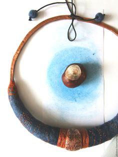 Купить ПОДЛУННОЕ валяное колье с вышивкой и медью - тёмно-синий, синий рыжий медный
