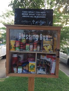 What a great idea :) blessing box (: blessing box, like a free library … - Care Package ideas Newest 2020 Little Free Libraries, Free Library, Give Box, Homeless Care Package, Homeless Bags, Little Free Pantry, Church Outreach, Community Service Projects, Community Library