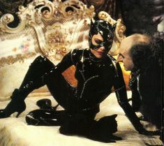 Catwoman Costume Batman Returns Michelle Pfeiffer as Cat Woman Catwoman Comic, Catwoman Cosplay, Batwoman, Batgirl, Tim Burton, Penguin Costume, Comic Art Girls, Catwoman Selina Kyle, Villain Costumes