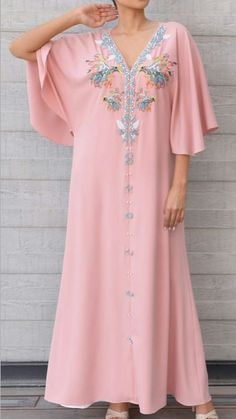 Arab Fashion, African Fashion, Morrocan Fashion, Kaftan Style, Moroccan Caftan, Traditional Dresses, Night Gown, Pretty Dresses, Designer Dresses