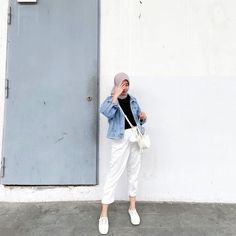Casual Hijab Outfit, Ootd Hijab, Casual Outfits, Fashion Outfits, Hijab Fashion Summer, Street Hijab Fashion, Hijab Fashionista, Hijab Fashion Inspiration, Kebaya