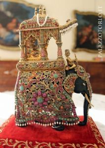 Elefante in metallo e pietre preziose | #Antiquariato su Anticoantico #indian #luxury