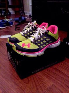 Womens Under Armour Shoes.I have these awesome kicks! Nike Under Armour, Under Armour Shoes, Under Armour Women, Workout Attire, Workout Wear, Workout Style, Workout Outfits, Sock Shoes, Shoe Boots