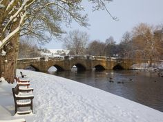 Bridge over the Wye River, Bakewell, Derbyshire, England Great Places, Beautiful Places, Beautiful Scenery, Bakewell Derbyshire, Christmas Uk, Spring Landscape, Winter Scenery, Peak District, English Countryside