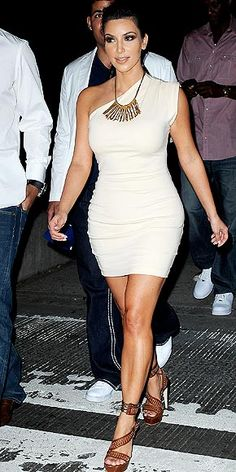 hate her, but can't deny she's got great curves. Kim Kardashian