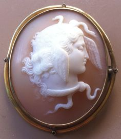 Antique Yellow Gold Brooch Carved Shell Cameo Cupid Breaking his Bow Cameo Jewelry, Antique Jewelry, Vintage Jewelry, Gold Brooches, Delicate Jewelry, Stick Pins, Historical Costume, Medusa, Cupid