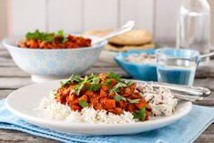 Vegetar tikka masala med raita Chicken Tikka Masala, Tofu, Indian Food Recipes, Ethnic Recipes, Frisk, Foodblogger, Bolognese, Fried Rice, Feta