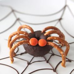Halloween Treats To Make, Halloween Food Crafts, Kids Food Crafts, Easy Treats To Make, Halloween Donuts, Healthy Halloween Snacks, Edible Crafts, Holiday Snacks, Holiday Crafts For Kids