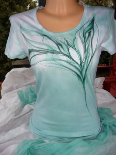 Painted Clothes, Yoko, Diy Clothing, Textiles, Wearable Art, Cool T Shirts, Hand Painted, Fabric, Studio