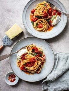 Bucatini with Sheet Pan Tomato Diavolo Sauce: Bucatini pasta with a spicy roasted cherry tomato sheet-pan pasta sauce, with extra virgin olive Spicy Recipes, Pasta Recipes, Italian Recipes, Healthy Recipes, Dinner Recipes, Czech Recipes, Sangria Recipes, Smoothie Recipes, Healthy Food