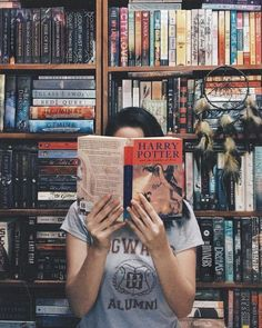 love book to read I Love Books, My Books, Coffee And Books, Book Aesthetic, Girl Photography Poses, Bibliophile, Bookstagram, Book Lovers, Book Worms
