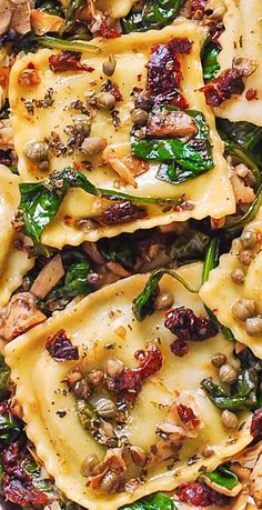 Italian Ravioli with Spinach Artichokes Capers Sun-Dried Tomatoes. The vegetables are sautéed in olive oil. Meatless refreshing Mediterranean style pasta recipe that doesnt need any meat this meal will keep you full! Healthy Dinner Recipes, Great Recipes, Breakfast Recipes, Vegetarian Recipes, Italian Dishes, Italian Recipes, Italian Pasta, Mediterranean Recipes, Mediterranean Style