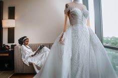 Amanda & Sydney's Outdoor White Wedding in Ghana is GOALS Lace Mermaid Wedding Dress, One Shoulder Wedding Dress, Sydney White, White Tux, Ghana Wedding, Gold Wedding Decorations, African Print Fashion, Wedding Bridesmaid Dresses, Wedding Ceremony