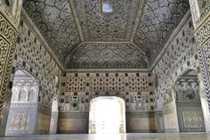 Did you know: The Sheesh Mahal inside the Amer Fort, Jaipur, Rajasthan can be lit up with just one candle! Palace Of Mirrors, Amer Fort, Cool Mirrors, Before Wedding, Traditional Interior, The Masterpiece, Agra, Best Location, Wedding Photoshoot