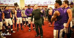Coach Zimmer speaking to the Team, after the VIKINGSVICTORY.