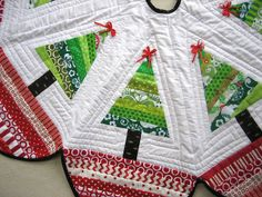 Quilting on Tree Skirt by mamacjt, via Flickr
