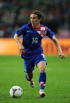 Manchester United on alert as Paris Saint Germain joins Luka Modric pursuit