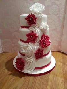 Wedding cake vintage roses