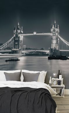 Snooze easy under one of London's most famous landmarks. This city wallpaper design brings a theatrical feel to your home, as well as style and sophistication. Pair with monochrome furnishings and textiles to complete the look.