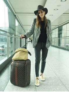 Ragdoll LA, Designed Essentials with European-Chic Aesthetics Travel Chic, Travel Wear, Travel Style, Gala Gonzalez, Airport Look, Airport Style, Style Scrapbook, Street Style Women, Style Icons