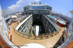 Allure of the Seas - Pool and Sports zone - H2O zone et Sports pool (2)