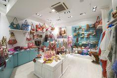Bulevard Rosa Paseo de Gracia 55, tienda 40 08007 , Barcelona Barcelona , España + 34 93 272 10 82