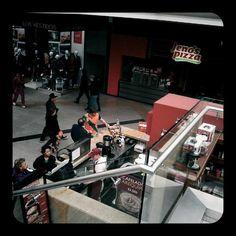 Unicentro: primer gran centro comercial en Bogotá y que no visitaba, calculo, desde 1988 (allí llegué a ver hasta Rambo III). De eso que vas y recuerdas un montón de cosas.