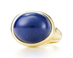 Tiffany & Co. - Elsa Peretti® Cabochon ring in gold with lapis lazuli, 19 mm wide. Tiffany Wedding Rings, Tiffany Co Rings, Tiffany Bracelets, Antique Engagement Rings, Diamond Engagement Rings, Tiffany Engagement, Wedding Engagement, Bijoux Lapis Lazuli, Sterling Silver Jewelry