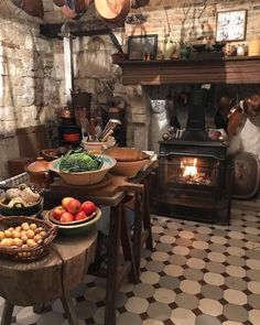 If you are looking for French Country Kitchen Decoration Ideas, You come to the right place. Below are the French Country Kitchen Decoration Ideas. English Country Kitchens, Country Kitchen Designs, Rustic Kitchen, Kitchen Dining, Kitchen Time, Kitchen Ideas, 1940s Kitchen, French Kitchens, Small Kitchens