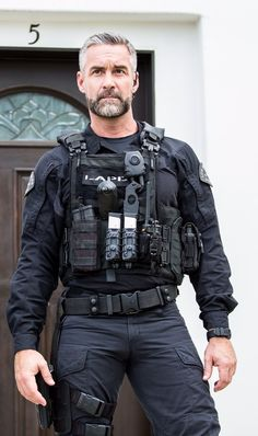 dick world Cop Uniform, Men In Uniform, Sexy Military Men, Hot Cops, Hunks Men, Hommes Sexy, Older Men, Good Looking Men, Perfect Man